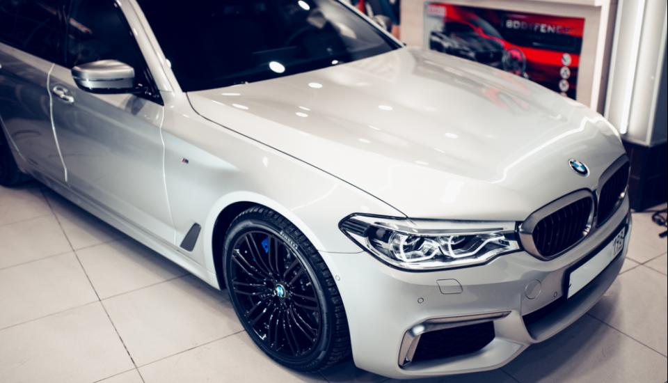 Полная оклейка BMW M550D пленкой Hexis Bodyfence